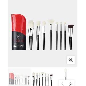 2/30$ lurella it girl kit 8 piece brush set & case